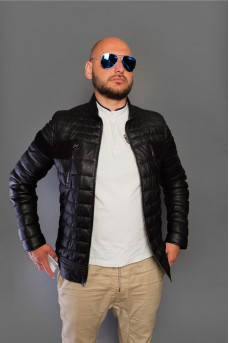 Стильная мужская кожаная куртка чёрного цвета