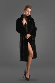 Женское пальто из меха норки черного цвета