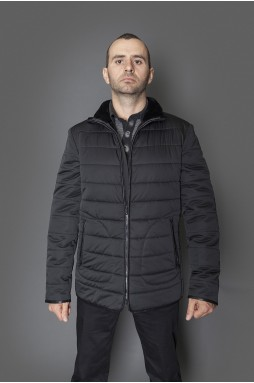 Мужская текстильная куртка черного цвета на натуральной овчине, застежка-змейка.
