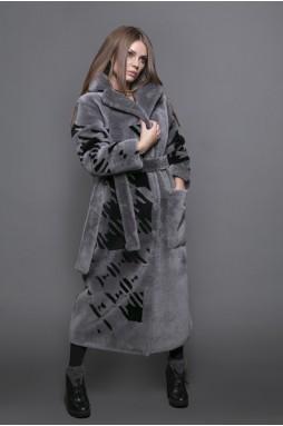 Стильное пальто из меха полированной овчины
