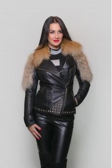 Стильная женская куртка черного цвета
