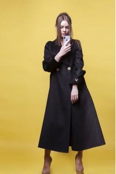 Кашемировое пальто чёрного цвета