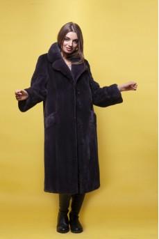Эффектное пальто из меха норки цвета графит