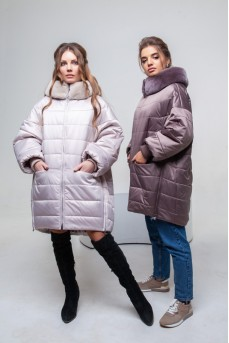 Стильная удлиненная куртка с капюшоном