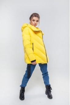 Стильная куртка на пуху жёлтого цвета