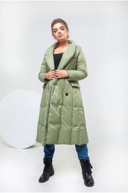 Стильное пальто на пуху фисташкового цвета