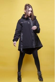 Куртка с капюшоном черного цвета