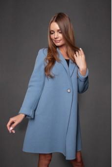 Стильное пальто в голубом цвете