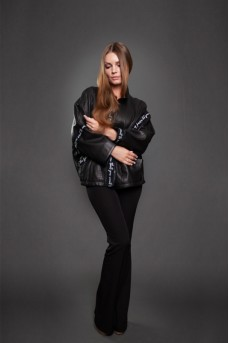 Оригинальная кожаная куртка чёрного цвета