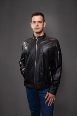 Модная кожаная куртка чёрного цвета