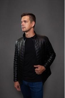 Короткая кожаная куртка чёрногоцвета