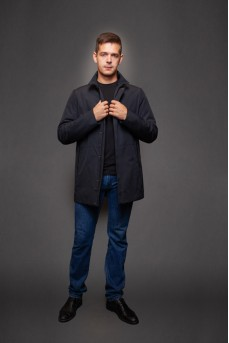 Удлиненная куртка темно-синего цвета