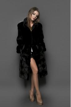 Шикарная шуба из меха норки черного цвета, ворот - стойка.