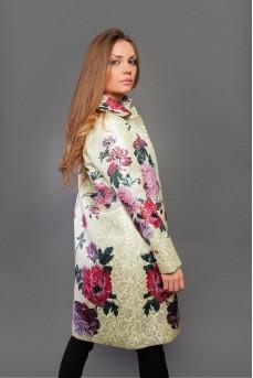 Легкое пальто бежевого цвета с цветным принтом
