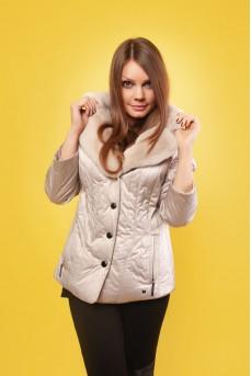 Стильная тканевая куртка бежевого цвета