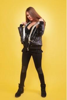 Куртка женскаячёрного цвета с капюшоном