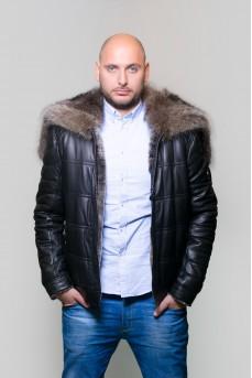 Коротка кrуртка черного цвета